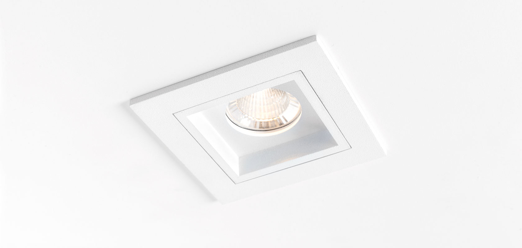 Qbini square in LED 2700K, 40°, 3/4,3W, 294/392lm, 350/500mA, CRI92, IP54, valge moodul ilma raamita