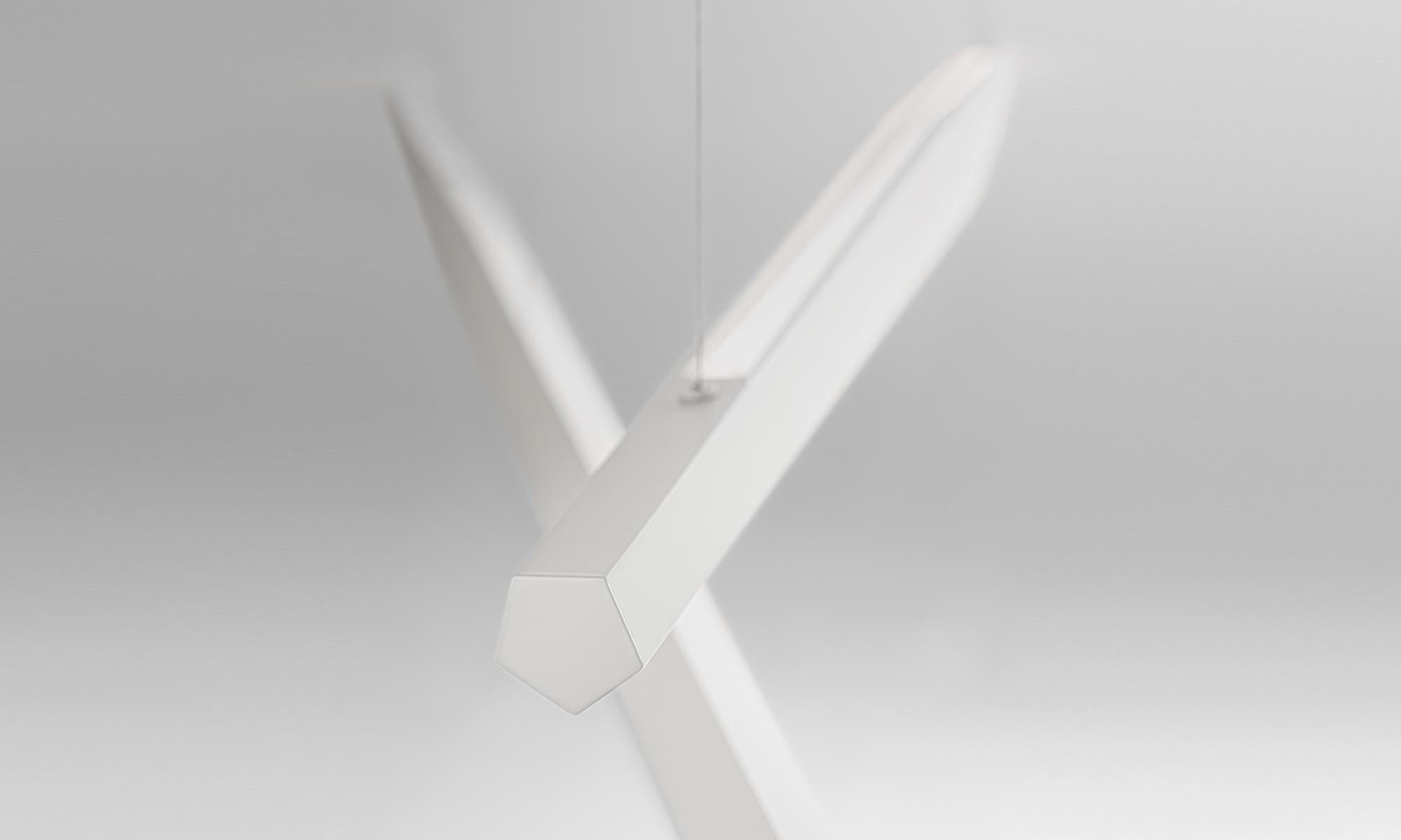 Viisi rippvalgusti Indiretta l=120cm dim valge, ülesse suunatud valgusega